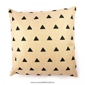 cojin-triangulos-1