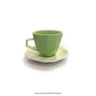 Taza y plato de café greenery