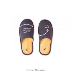 """Zapatillas """"Levántate con el pie derecho"""""""